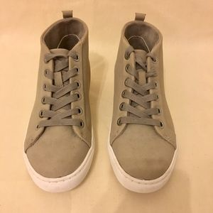 Kenneth Cole Cloud Gray Suede Sneakers - Sz 6.5
